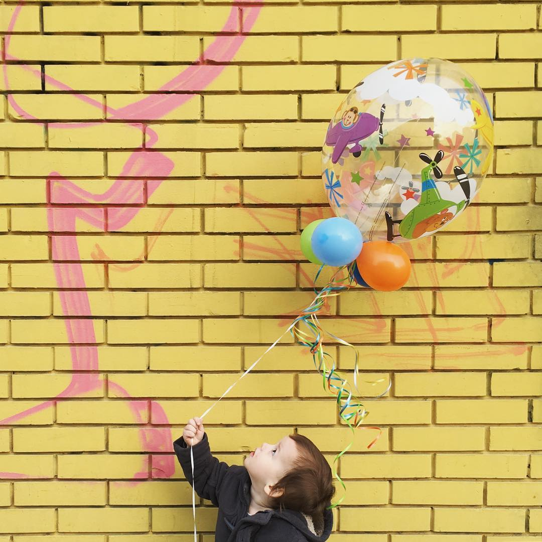 Ta fascinantna beba i taj fascinantni balon